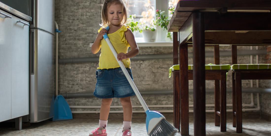 Voici les tâches à déléguer à vos enfants pour le ménage de la maison!