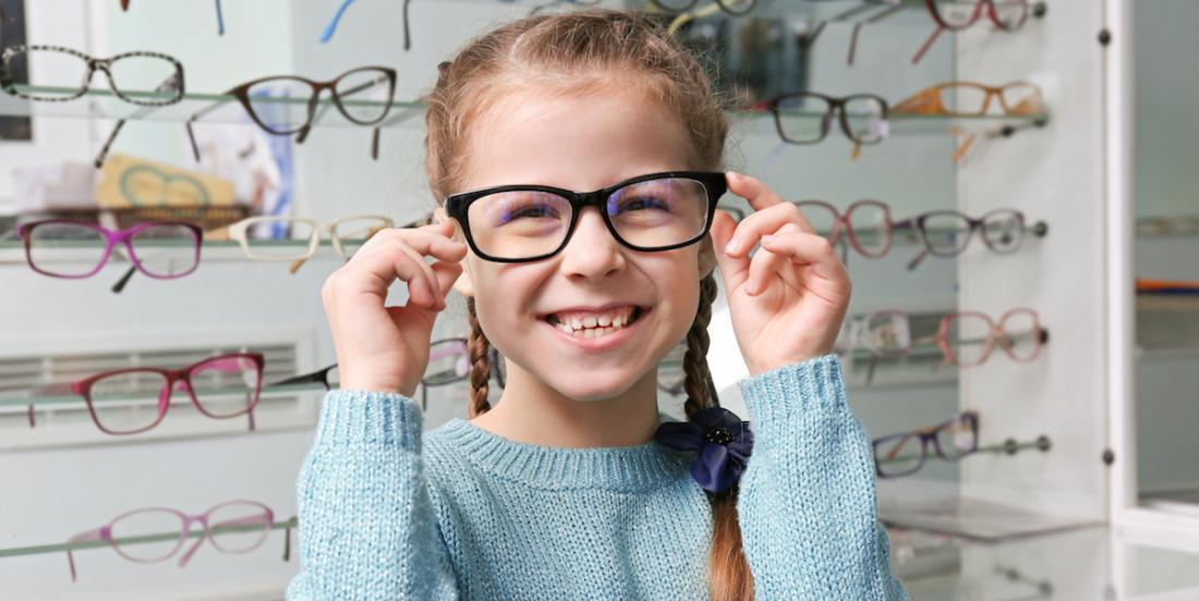 Si votre enfant porte des lunettes, le gouvernement du Québec vous aidera.