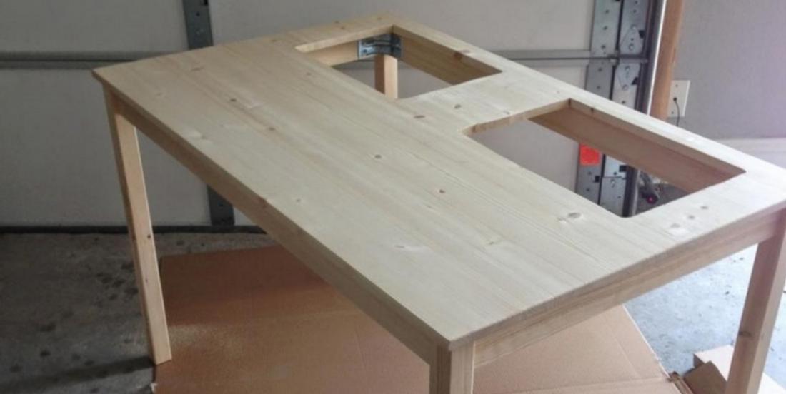 Elle perce 2 trous dans une table Ikea et elle crée un tout meuble vraiment utile
