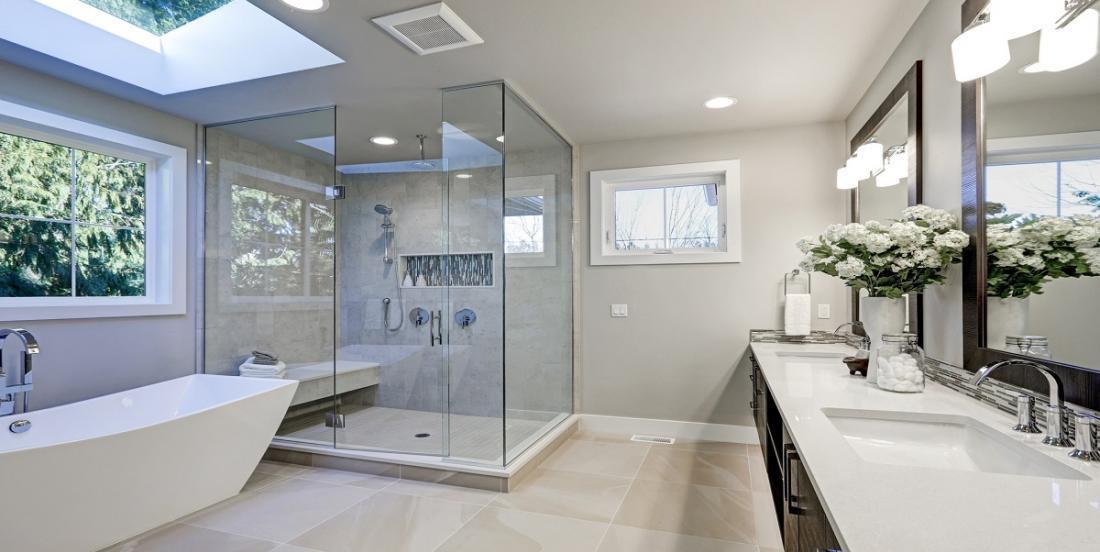 Comment laver votre salle de bain en profondeur et la conserver propre plus longtemps
