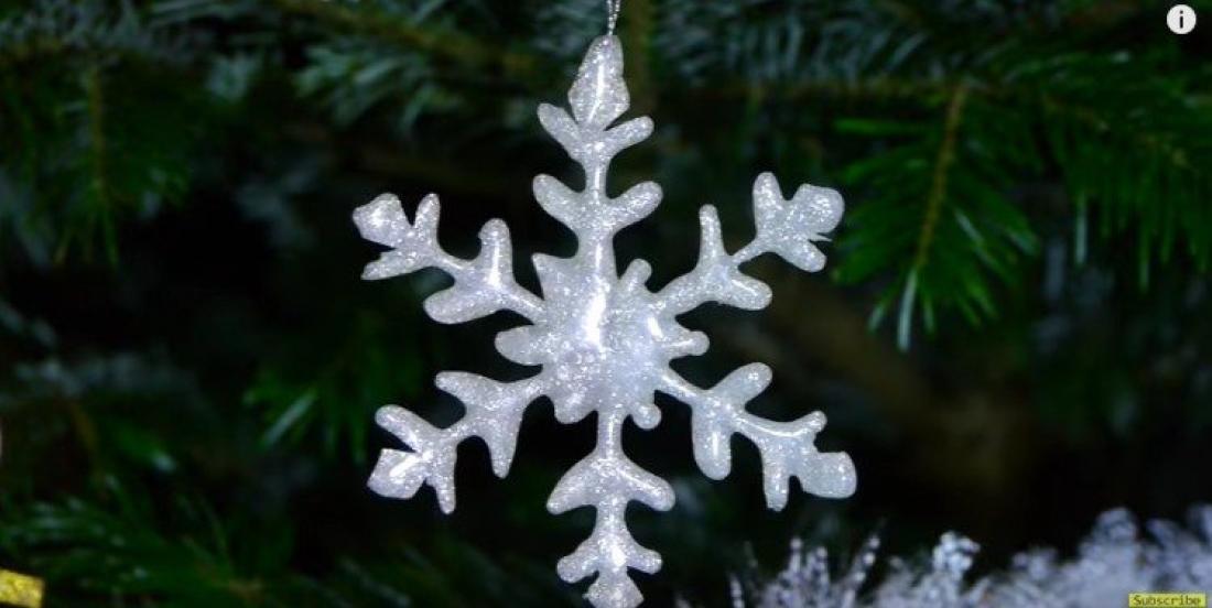Faites de jolies décorations de Noël en utilisant simplement de la colle chaude!