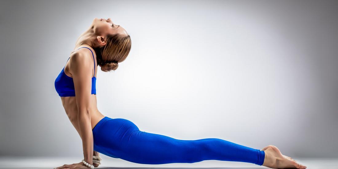 5 mouvements inspirés du yoga à faire tous les jours pour améliorer votre silhouette