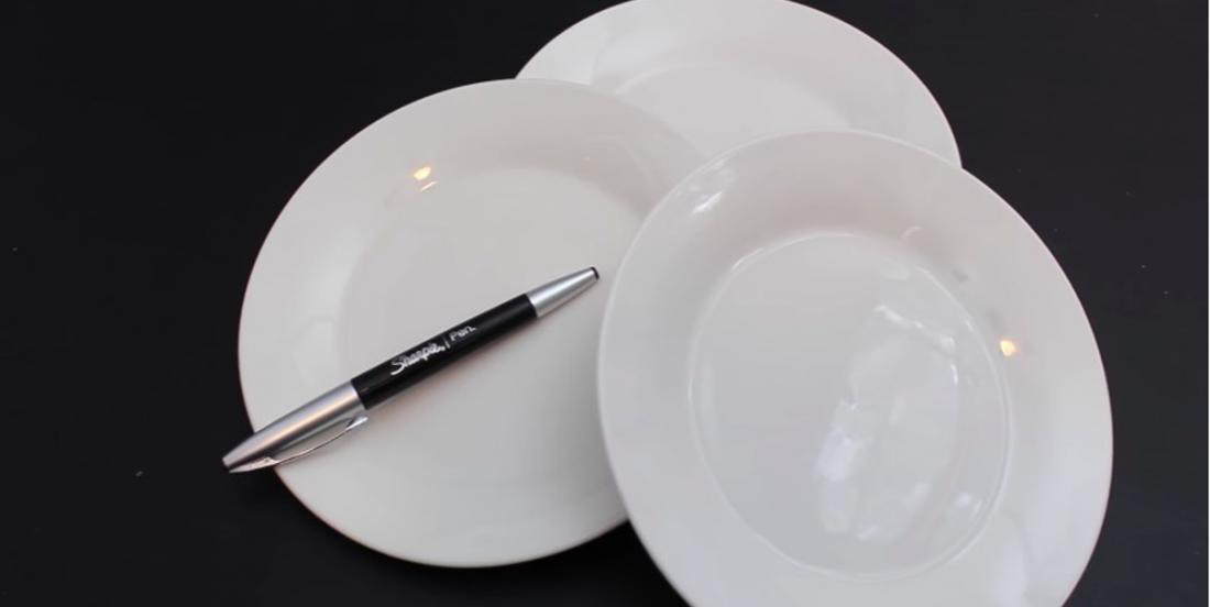 Ces assiettes disponibles au magasin du dollar offrent de nombreuses possibilités de décoration