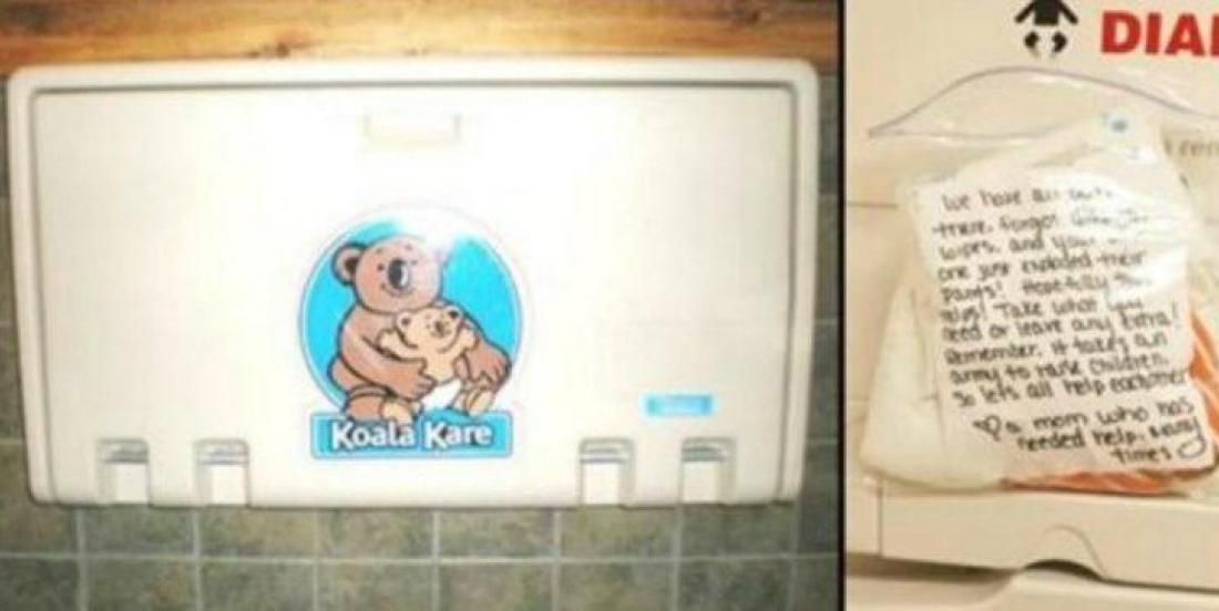 Une mère changeait son bébé dans les toilettes publiques, quand elle a trouvé une note écrite dans un sac de plastique