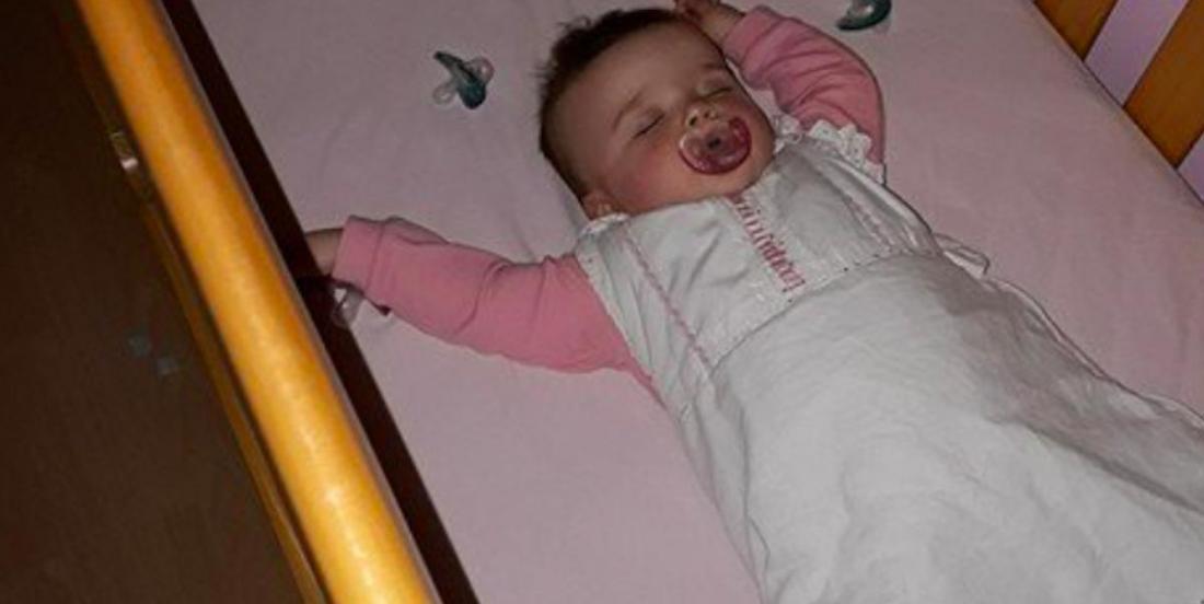 Une mère trouve une astuce simple pour rassurer son bébé la nuit