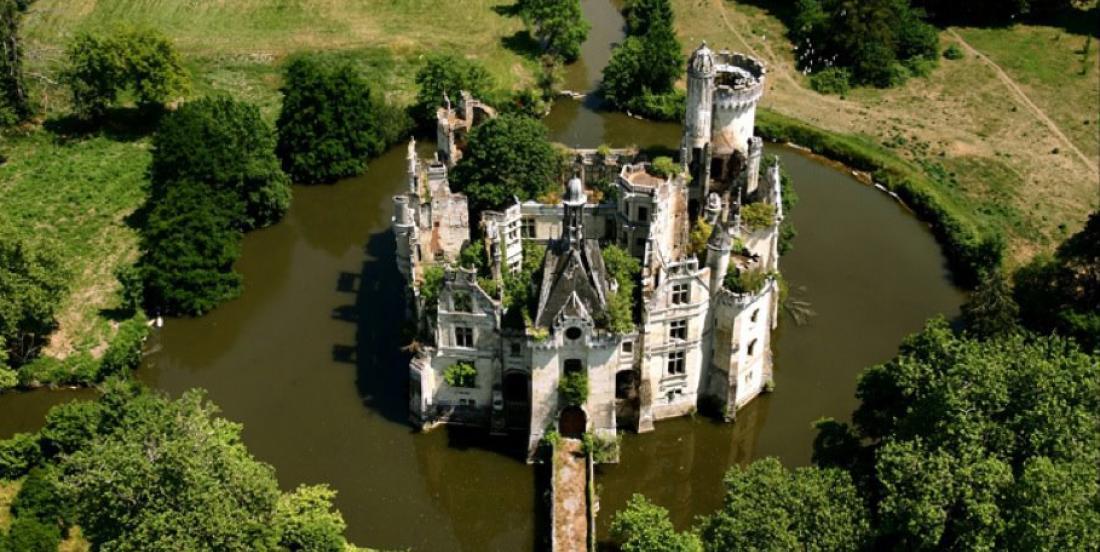 Ce château du Moyen Âge abandonné depuis 80 ans vaut le détour!