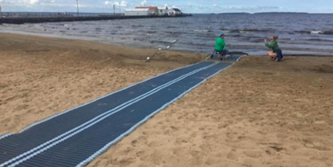 En Ontario, des plages sont maintenant plus accessibles aux personnes à mobilité réduite, grâce à un système ingénieux