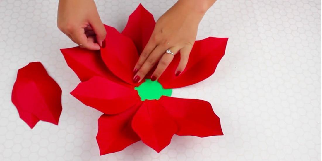 Comment faire un joli Poinsettia en carton?