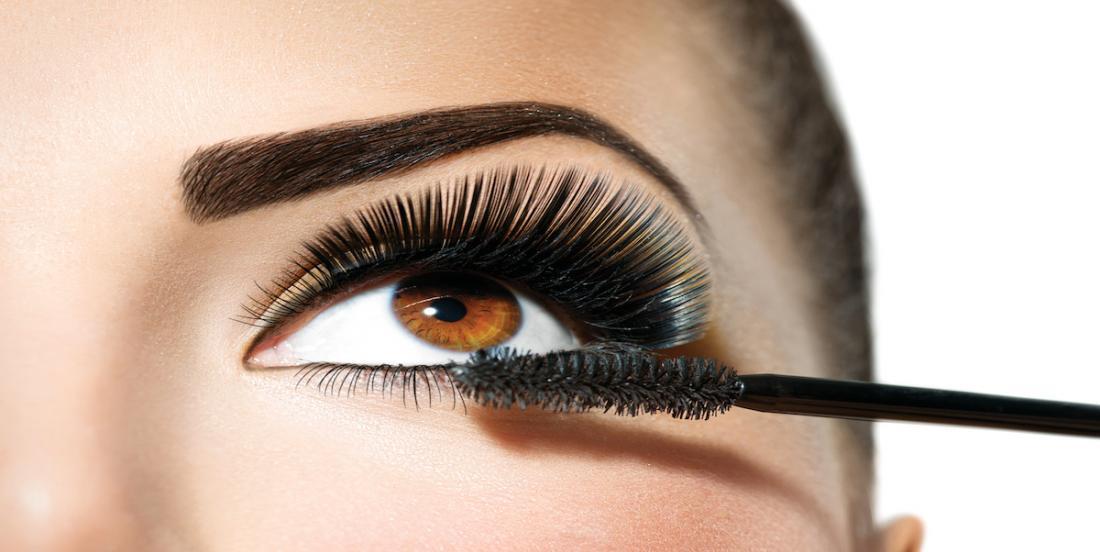 Un artiste maquilleur nous révèle comment bien appliquer notre mascara