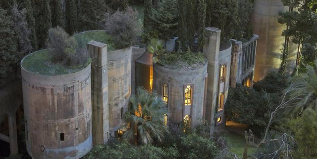 Un architecte transforme une usine à ciment en véritable nid douillet pour y habiter