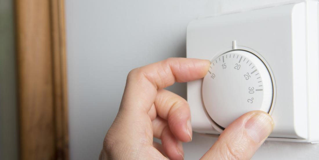 Une mère de famille laisse une note hilarante sur le thermostat et toute la famille retient enfin la leçon!