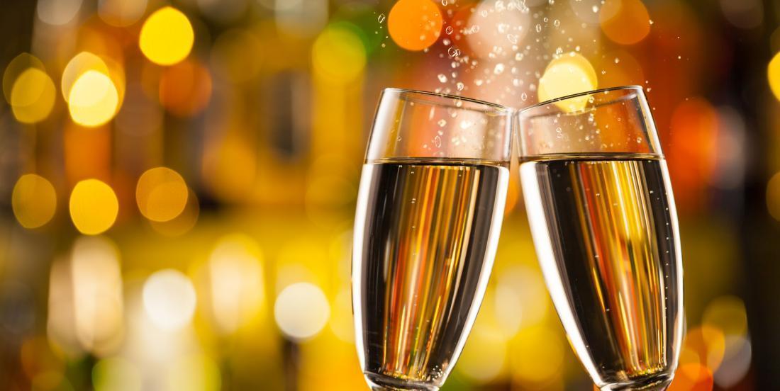 13 façons géniales de servir le champagne cette année au Nouvel An!