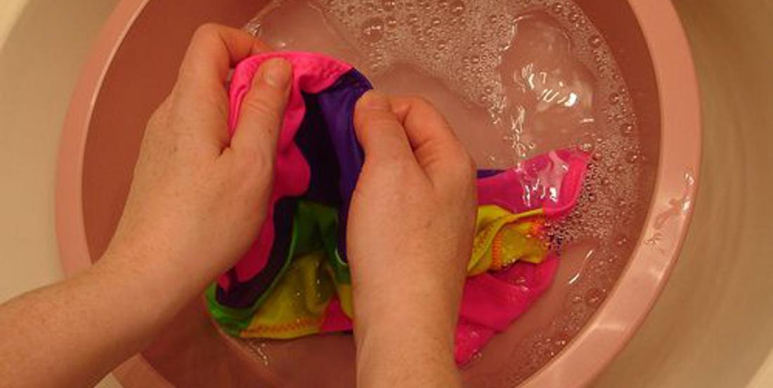 Le chlore des piscines abîme les couleurs de vos maillots de bain. Protégez-les grâce à cette astuce