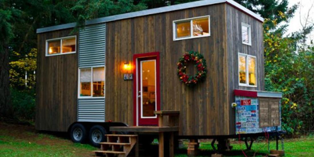 Une mère monoparentale construit une charmante mini-maison après avoir perdu sa demeure dans son divorce