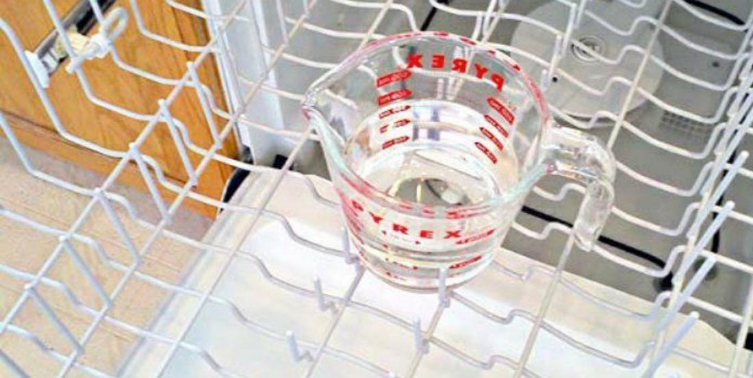 Nettoyer votre lave-vaisselle en profondeur en seulement 3 étapes simples