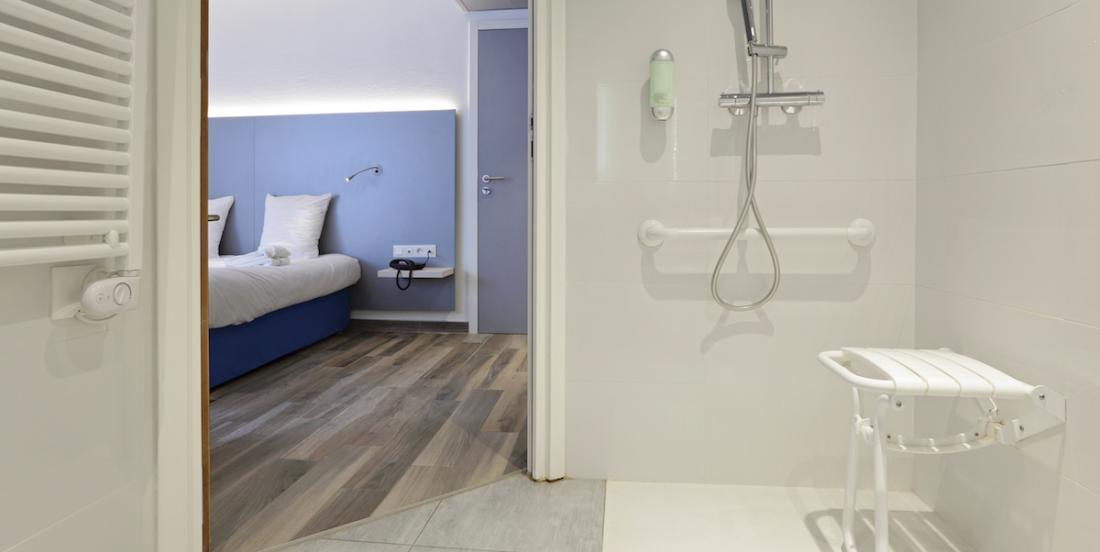 Voici pourquoi vous devriez toujours déposer votre valise dans la salle de bain de votre hôtel!