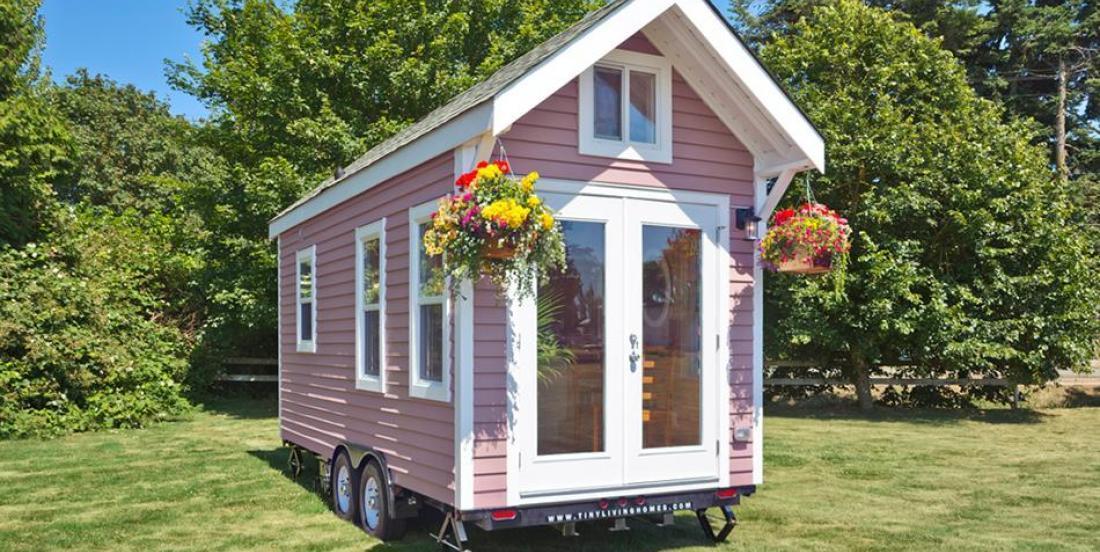 Cette mini-maison a l'air minuscule, vue de dehors... mais attendez de voir l'intérieur!