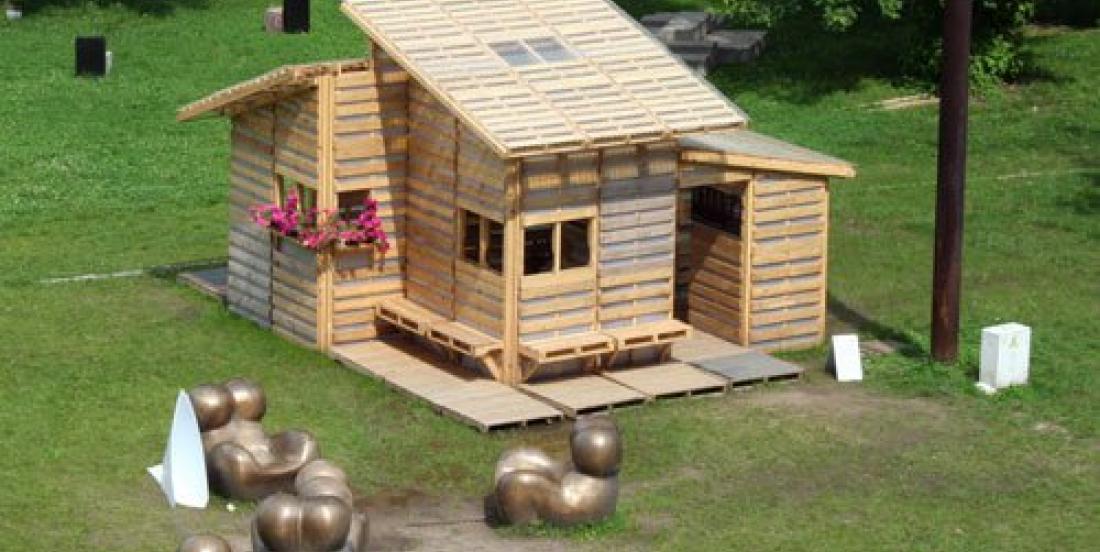 Construisez une jolie cabane en palettes de bois pour seulement 500 $!