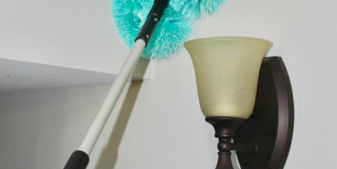 Des solutions simples pour nettoyer vos murs sans échelle ni mal de dos!