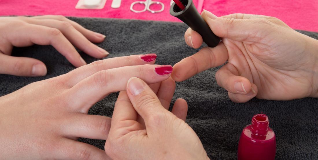 20 trucs pour vernir vos ongles impeccablement et sans débordements!