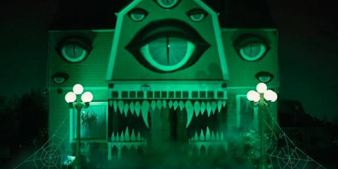 Les décorations d'Halloween de cette maison sortent tout droit d'un film de Tim Burton!