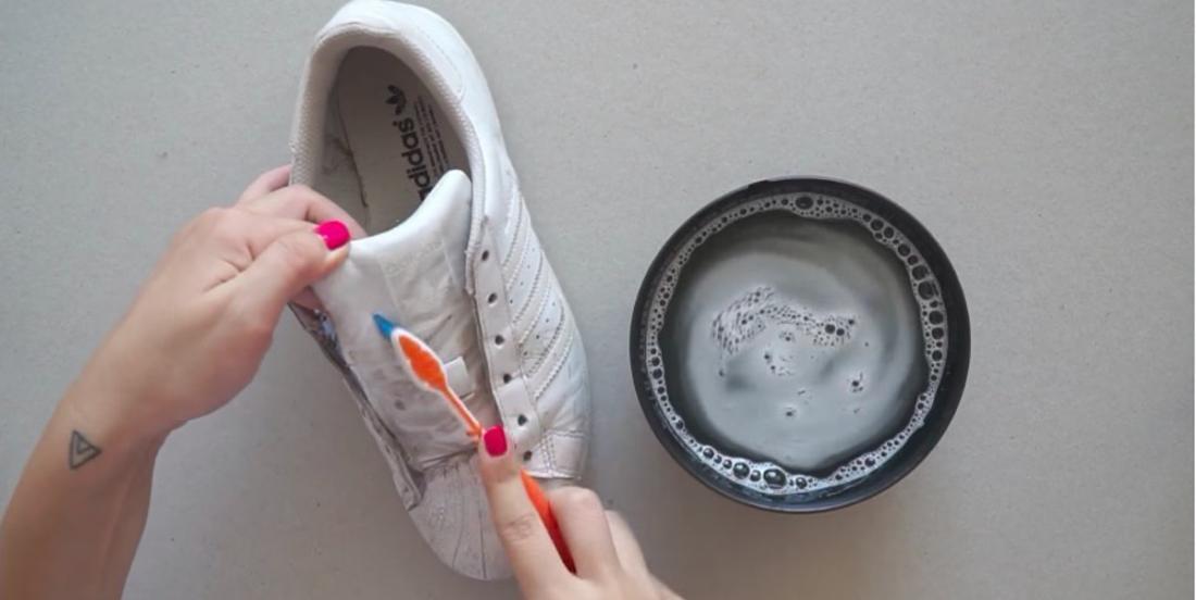 Une formule nettoyante super puissante pour rendre vos chaussures aussi blanches qu'à l'achat!