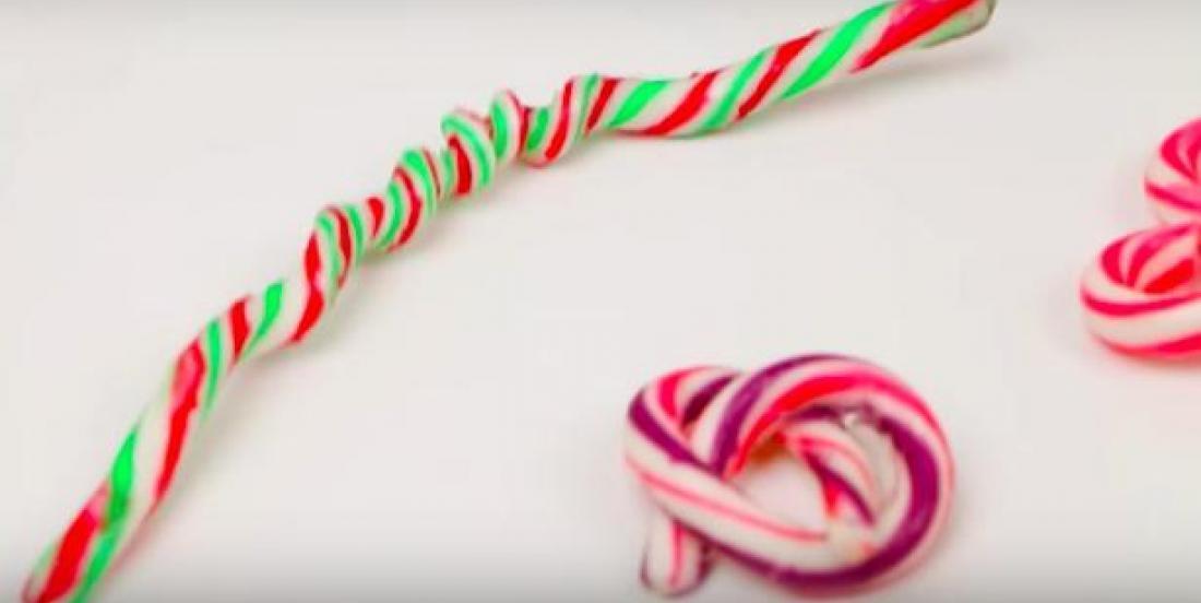 Tordez une canne de bonbon dans la forme de votre choix grâce à cette astuce facile!