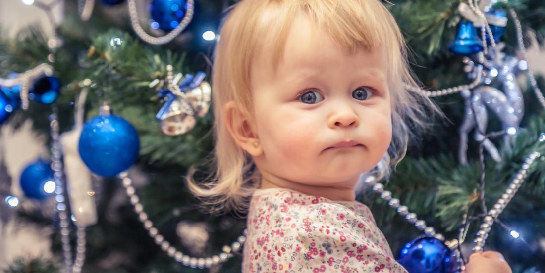 5 astuces pour rendre votre maison à l'épreuve de vos bébés pour Noël