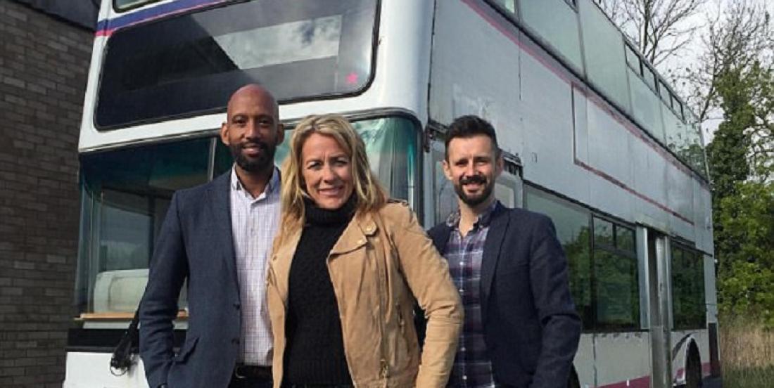 Avec un budget de 30 000$, ce père transforme un autobus en maison à trois chambres pour sa famille