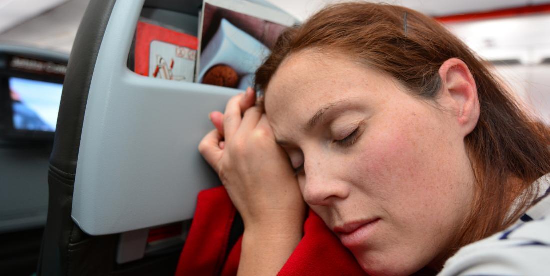 9 trucs pour un sommeil réparateur en avion