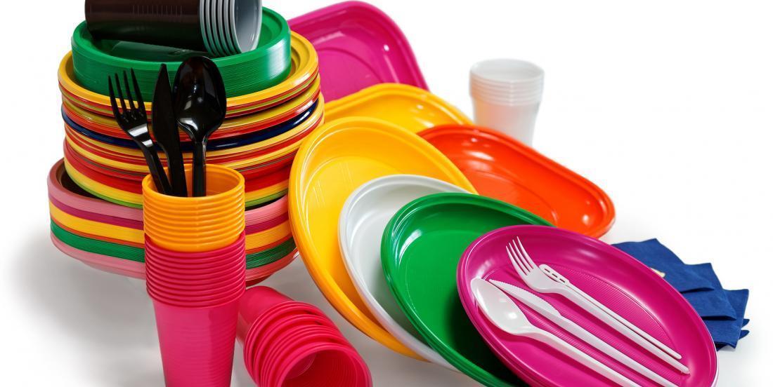 La France interdit désormais la vaisselle en plastique!