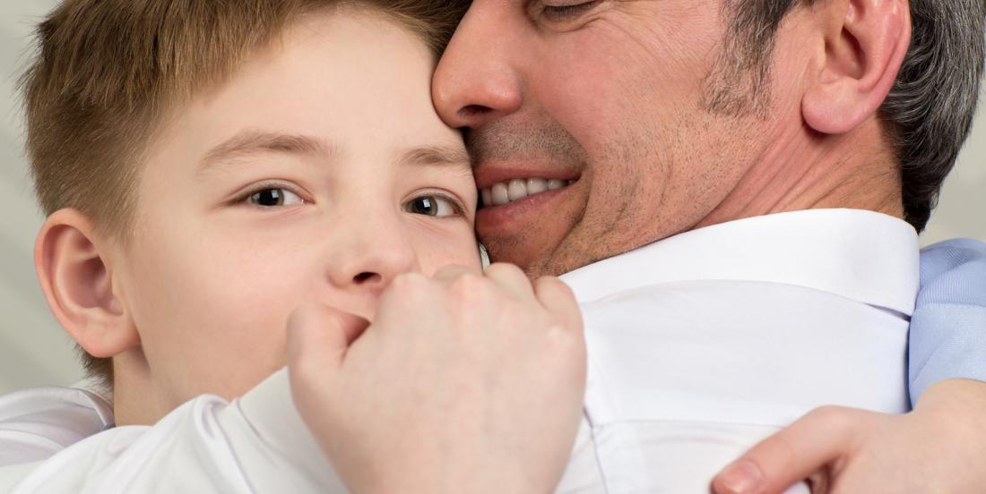 Voici pourquoi vous ne devez pas forcer vos enfants à embrasser et à câliner les membres de votre famille