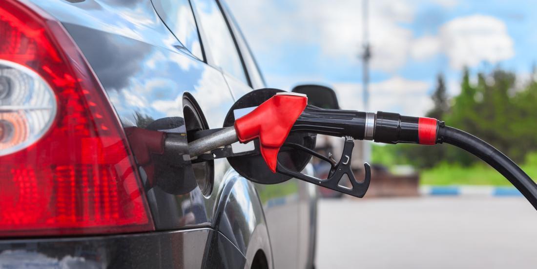 8 astuces qui vous feront économiser de l'essence et de l'argent!