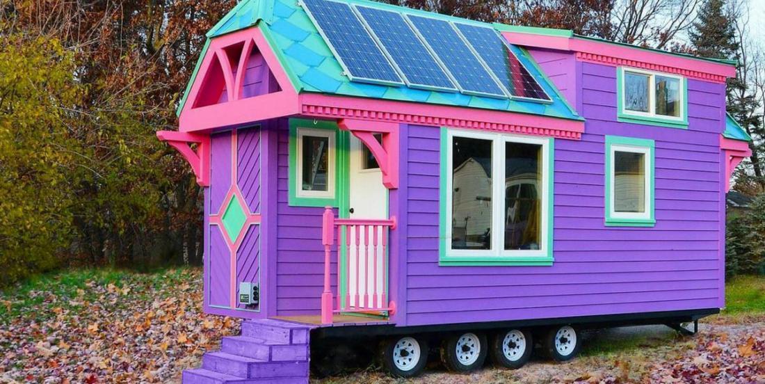 Cette petite maison est ultra voyante! Mais c'est la salle de bain qui est la plus surprenante!