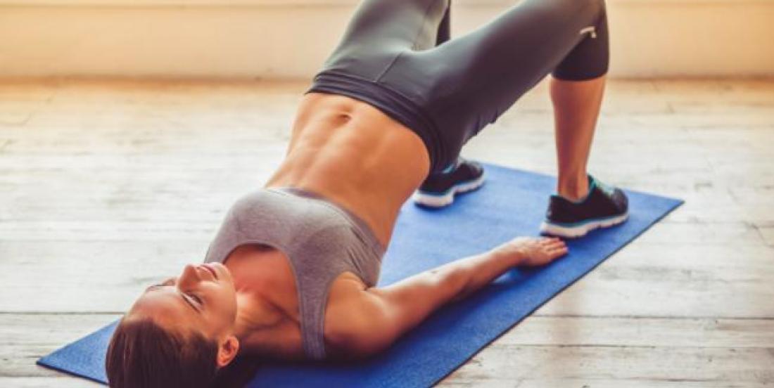 6 exercices super simples pour amincir votre ventre et vos fesses après les Fêtes!