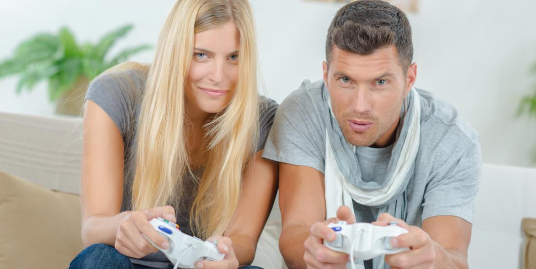 Jouer ensemble à des jeux vidéo pourrait être la clef de la longévité de votre couple!