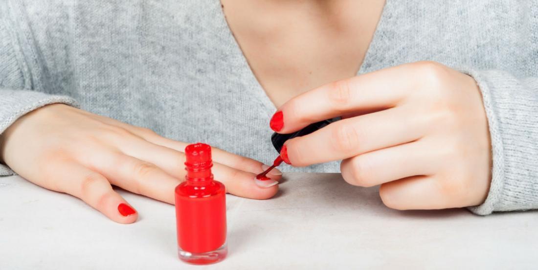 Faites sécher votre vernis à ongles plus rapidement grâce à ce truc simple et efficace