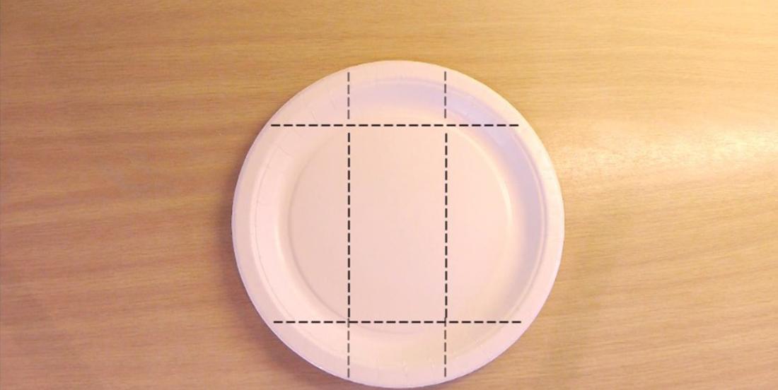 Apprenez à plier les assiettes de papier de façon à créer des contenants très pratiques lors de vos réceptions