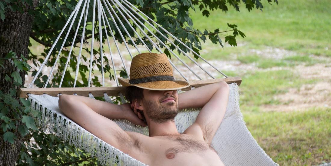 La sieste de l'après-midi peut prévenir des problèmes de santé et de stress