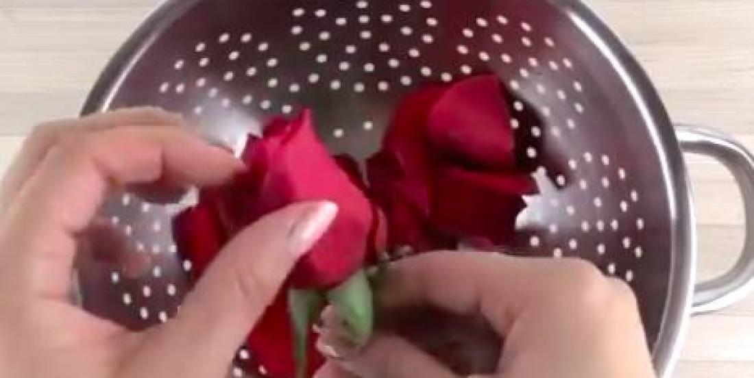Prenez soin de votre peau et de vos cheveux grâce à l'eau de rose.