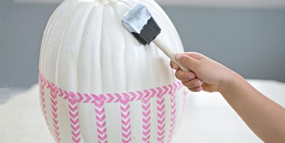 Parce que sa fille a une peur bleue de l'Halloween, elle bricole la plus mignonne des citrouilles au monde!!