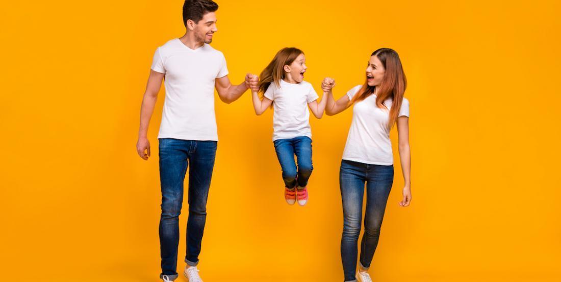 Mise en garde: le danger de lever les enfants par les bras