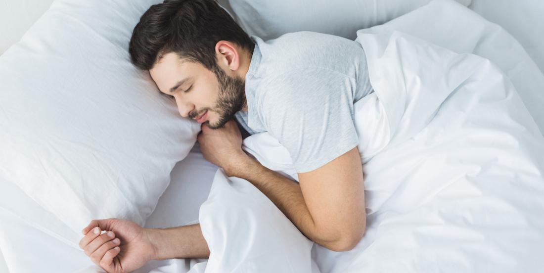 Découvrez en quoi votre position pour dormir influence votre santé