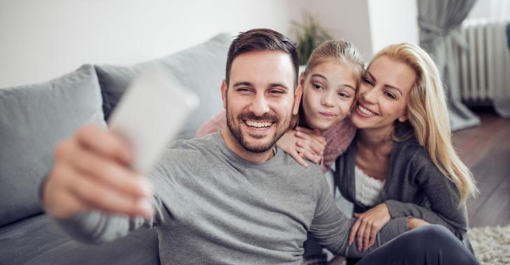 7 photos de vos enfants à ne jamais publier sur les réseaux sociaux