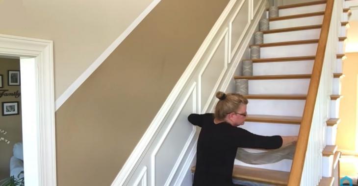 Changer le look d'un escalier avec du papier peint!